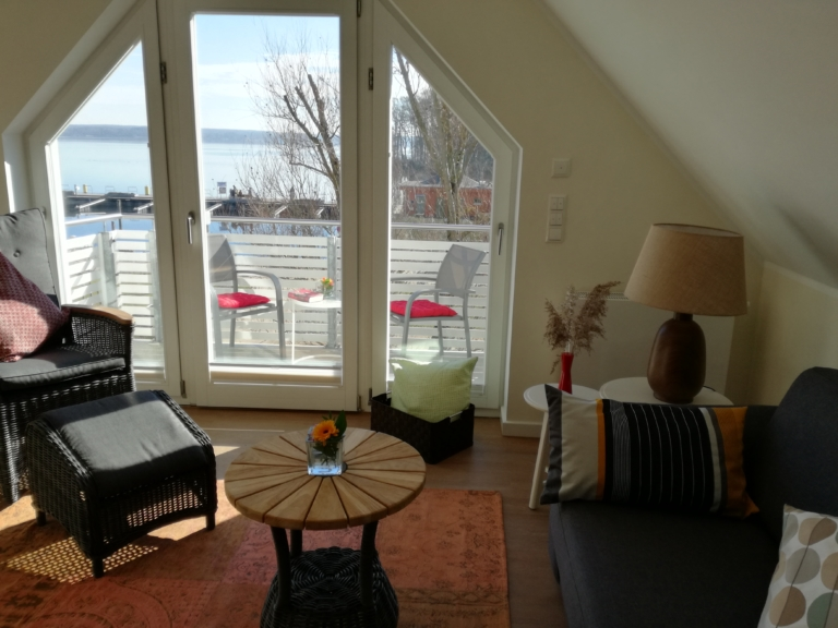 Auch vom Wohnzimmer haben Sie einen schönen Seeblick