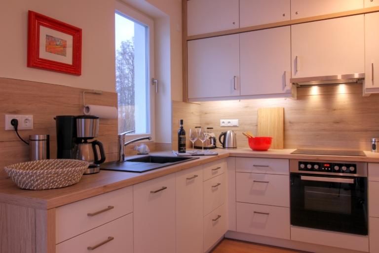 Die Küche ist liebevoll und modern ausgestattet